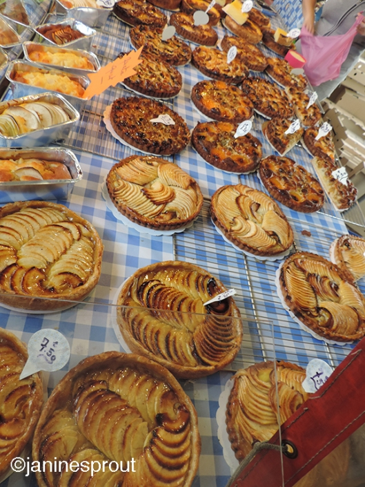 Tarts at the local marché