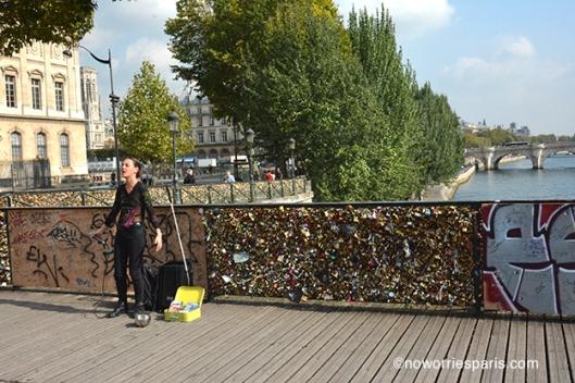Singer Pont des Arts